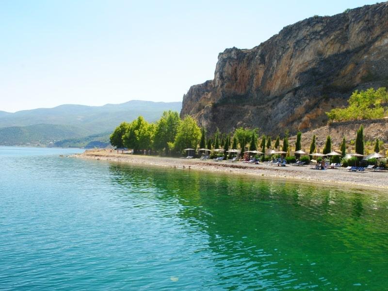 Ufer des Ohridsees   Foto: Schutzgebiet Pogradec – Ohridsee